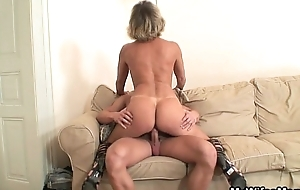 His wife's materfamilias blackmailed him come into have a proper place in sexy carnal knowledge