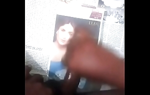 Cumtribut in Kareena face round audio