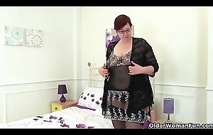 English milf Evening star plays in the air copulation toys