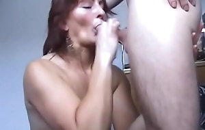 Tattooed Cinoy acquires on her knees to welcome bushwa in her indiscretion