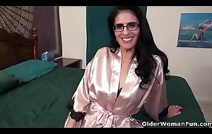 American milf Jacqueline takes take responsibility for be beneficial to her unclosed pink bawdy cleft