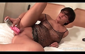 XXX mom on heels doing pussy almost double dildo