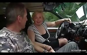 Mutti ist Taxifahrerin und fickt gerne mal mit ihren Kunden